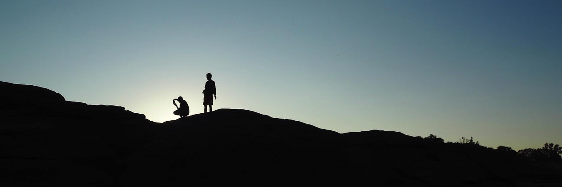 Zwei Menschen auf einem Berg - Psychotherapie aus meiner Sicht